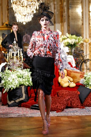 images/cast/10150092621847035=my job on fabrics x=j.galliano - Fall 2011 show -